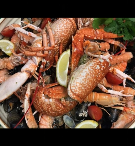 £70 for 2, whole crab, mussels, clams, tiger prawns, oysters, scallops, bread, fries include a lobster for 2 for £30, to include a bottle of organic Provence rose £95 or Sancerre rose £105
