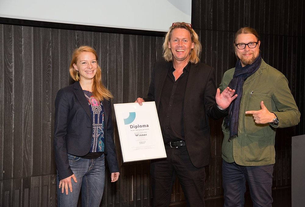 The winner of Nordic Lighting Awards 2016, Østbanehallen by ÅF Lighting. From left: Helga Iselin Wåseth, Morten Jensen, and Kai Piippo.    Photo: Arnthor Birkisson