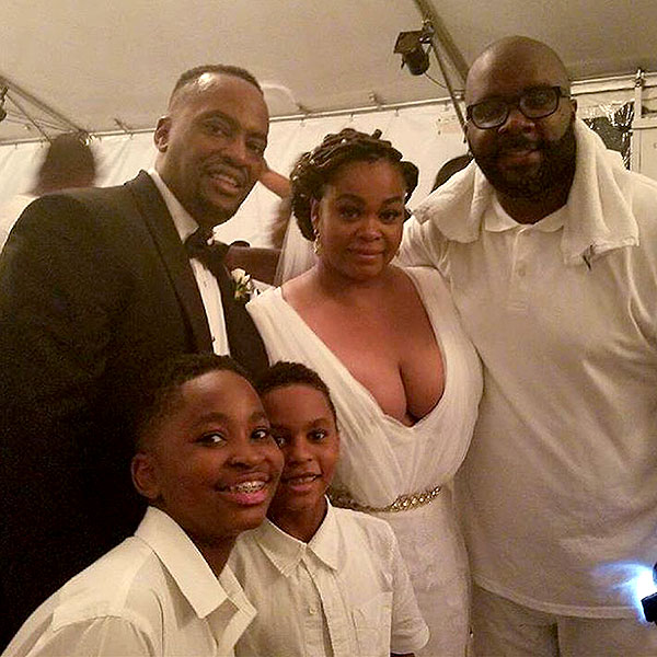 Jill Scott-Dobson pictured with her new husband (on left) and family. Image courtesy of Instagram.