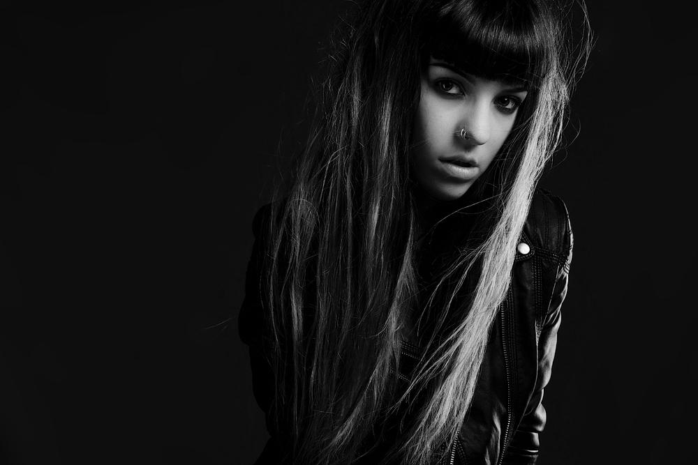 Black and White studio portrait by Al de Perez