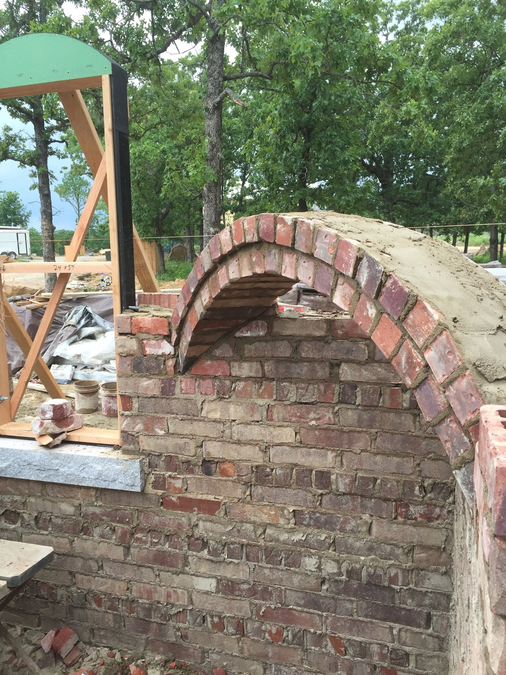 structural masonry, fireplace arch built on a 45°.