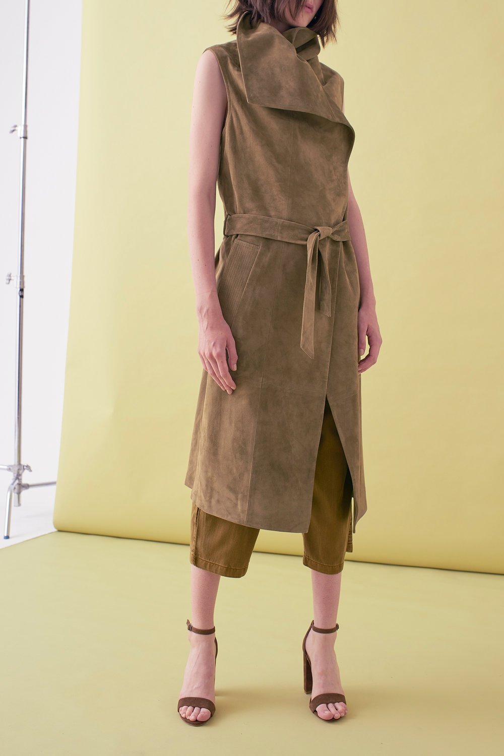 Sarah_Swann_SS17_02_Suede_Sleeveless_Long_Jacket_Olive_F02.jpg