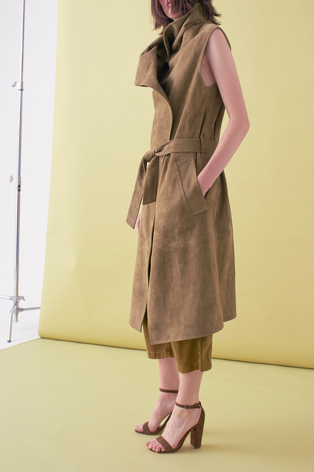 Sarah_Swann_SS17_02_Suede_Sleeveless_Long_Jacket_Olive_S.jpg