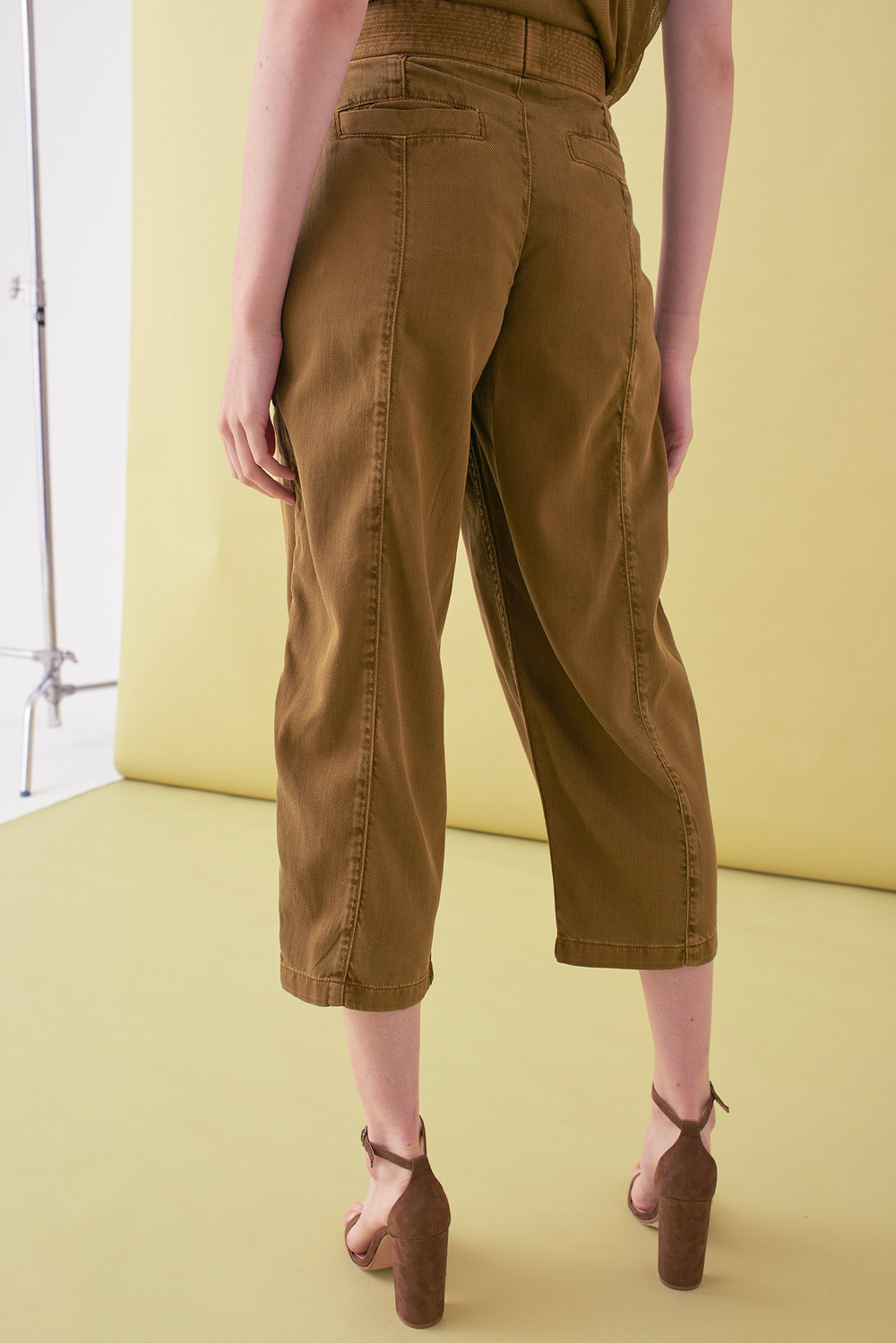 Sarah_Swann_SS17_08_Garment_Dyed_Cotton_Cropped_Tapered_Trouser_Olive_B.jpg