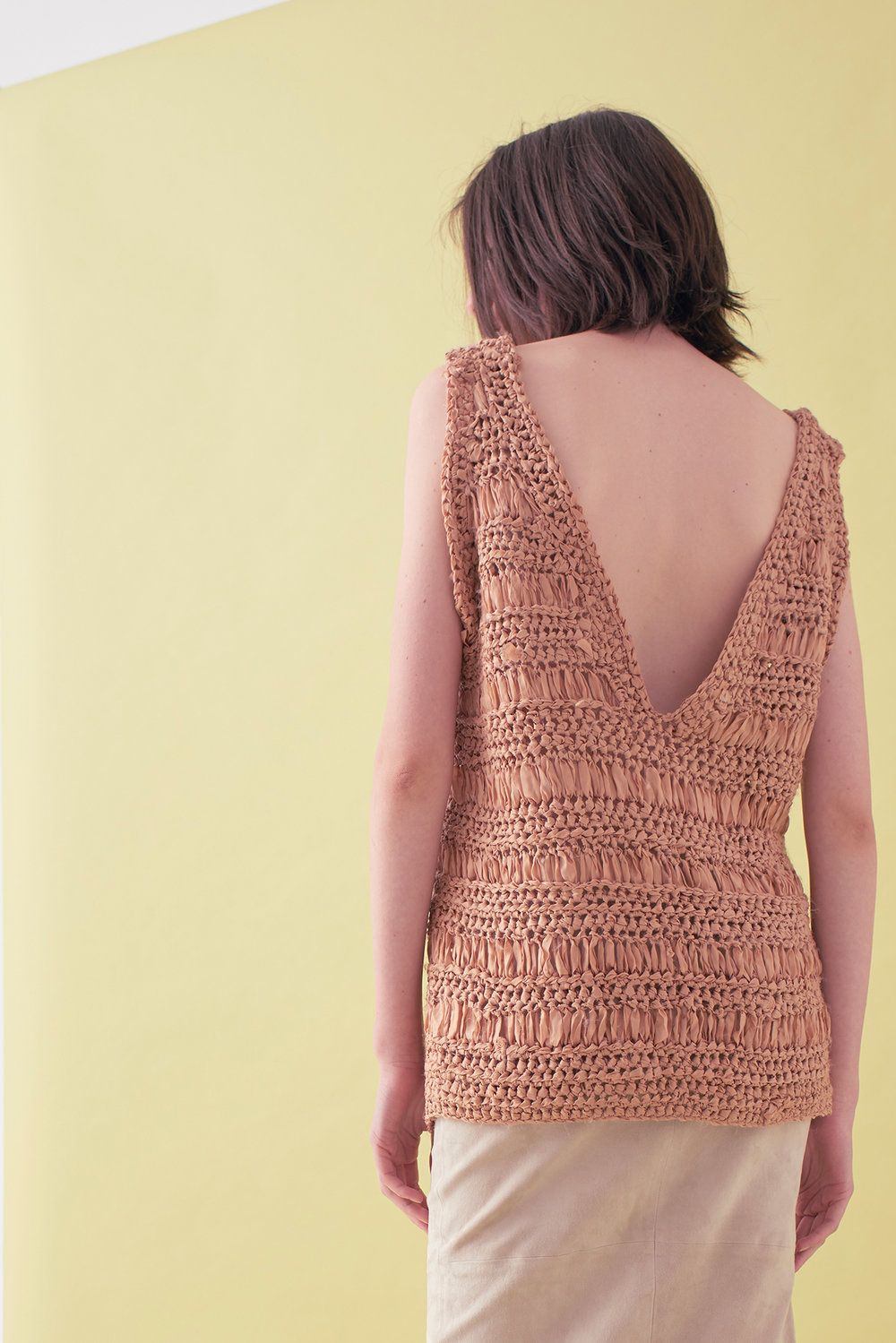 Sarah_Swann_SS17_12_Ribbon_Hand_Crochet_V-neck_Vest_Cosmetic_B.jpg