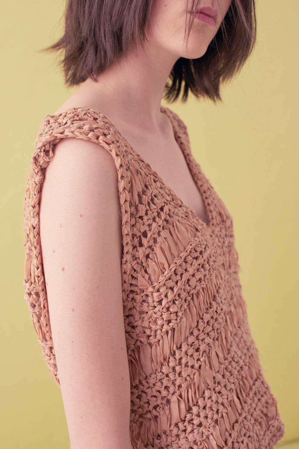 Sarah_Swann_SS17_12_Ribbon_Hand_Crochet_V-neck_Vest_Cosmetic_D.jpg