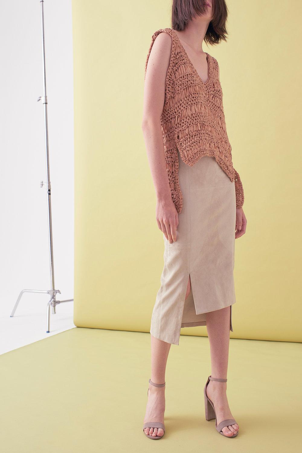 Sarah_Swann_SS17_12_Ribbon_Hand_Crochet_V-neck_Vest_Cosmetic_F.jpg