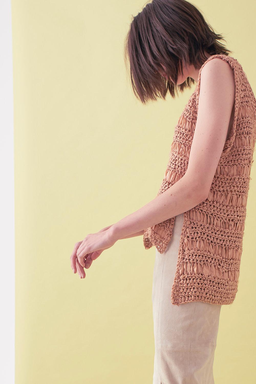 Sarah_Swann_SS17_12_Ribbon_Hand_Crochet_V-neck_Vest_Cosmetic_S.jpg