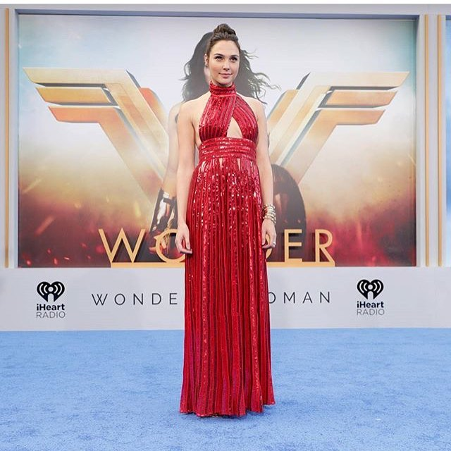 Ladies and Gentlemen....your Wonder Woman. 💥🗡👩🏻 Photo via @variety [ posted by @thebatcrap ] #Batman #TheBatForce #DarkKnight #Gotham #WonderWoman #SuicideSquad #HarleyQuinn #TheJoker #JusticeLeague #Marvel #StarWars #Podcast #DcComics #BatForceStrong