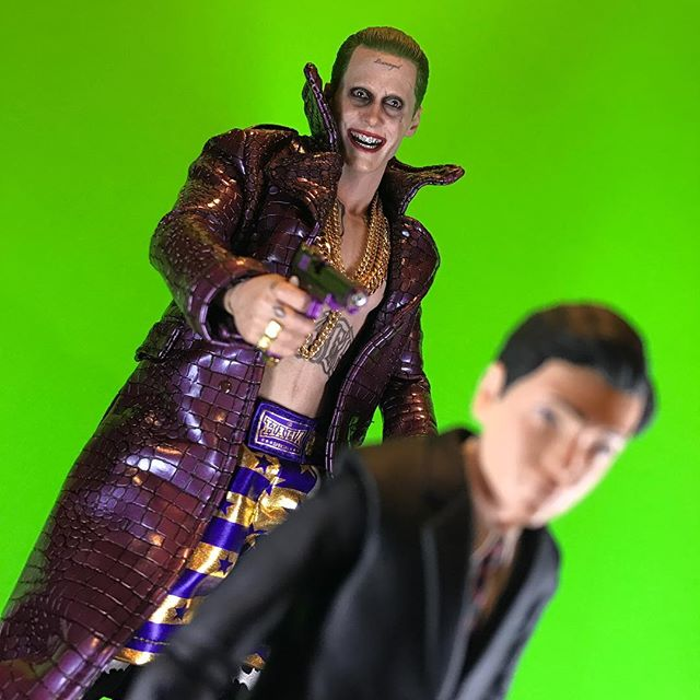 You wear a mask to hide what you are. But I see right through it. I know the real you. You're not a big bad Bat. Just a scared little boy, waiting by the door in hopes one day mommy and daddy will walk through... Hilarious, really!!! . . . #sideshowcollectibles #diamondselect #collectdst #jaredleto #joker #thejoker #suicidesquad #hottoys #toys #actionfigures #batman #thebatman #galgadot #wonderwoman #justiceleague #dc #dceu #zacksnyder #dawnofjustice #superman #manofsteel #batforce #thrbatforce