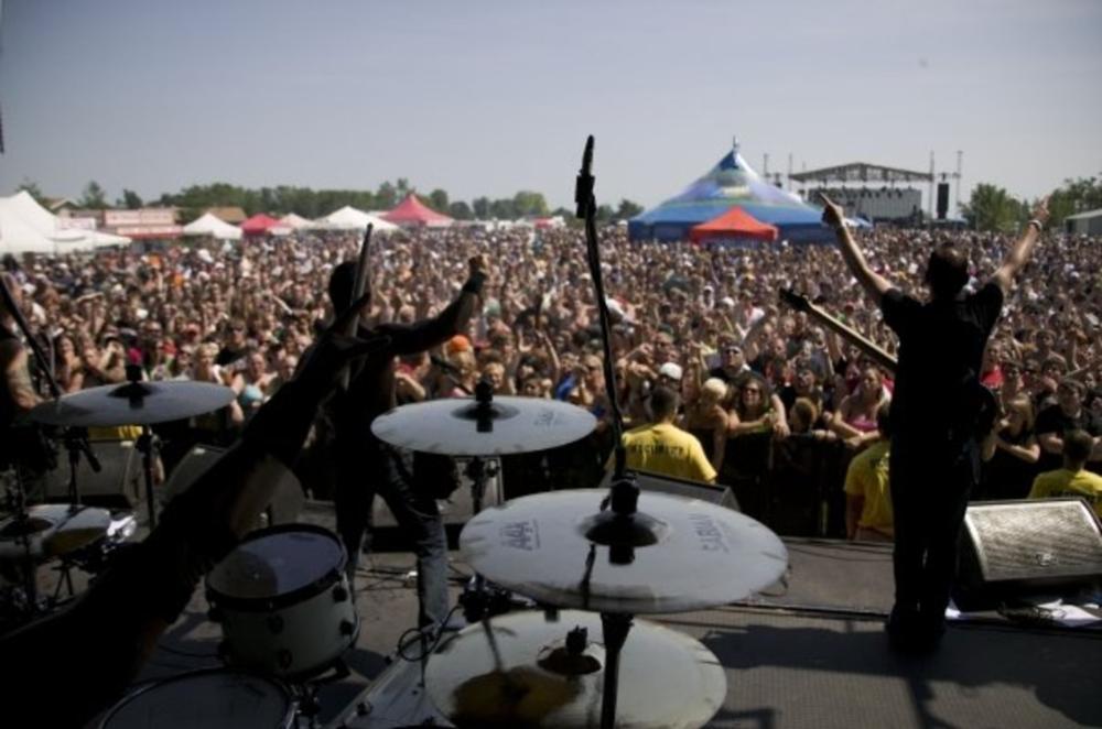 Fests & tours. -