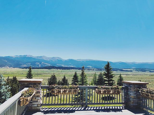 Today's office views 😍 #remotework #chalet #colorado #travel #webdesign #seo #onlinemarketing #nature #views #office #workfromhome #workonthego #bestjobever #travelblogger #travelblog
