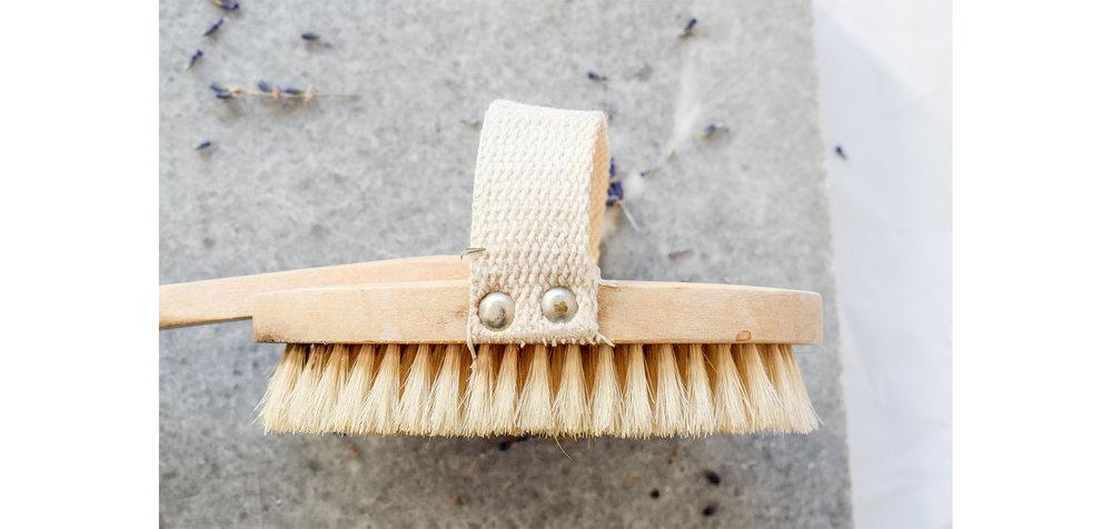 dry-brushing-minimalist-wellbeing-2.jpg