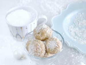 Tone-It-Up-Protein-Coconut-Snowball-Bites-01-1-1280x1707.jpg