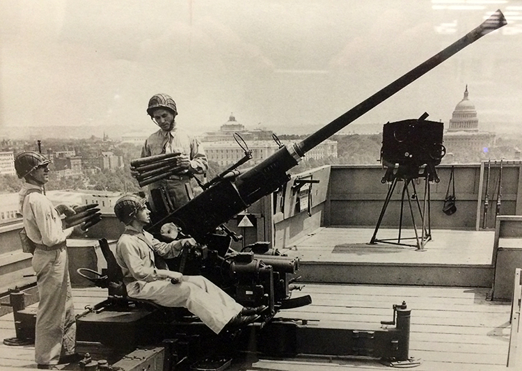 AUTO CANNON ON THE ROOF OF THE GPO. DC LIBRARY PHOTO