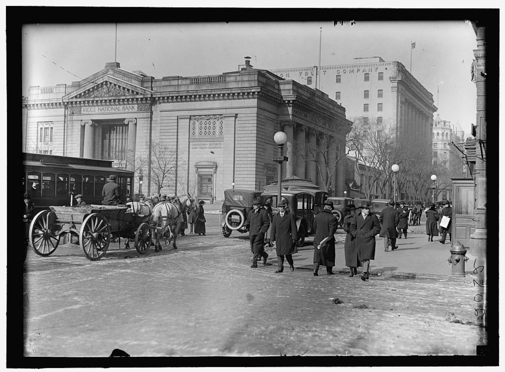 RIGGS NATIONAL BANK, PENNSYLVANIA AVENUE BRANCH. LIBRARY OF CONGRESS PHOTO