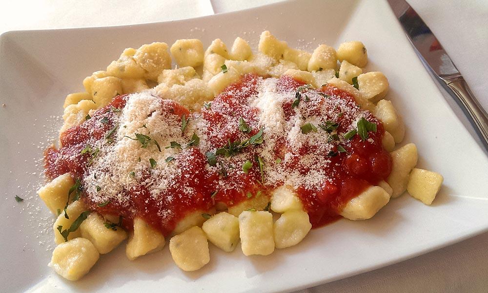 gk-slider3-restaurant-gnocchi-hausgemacht.jpg
