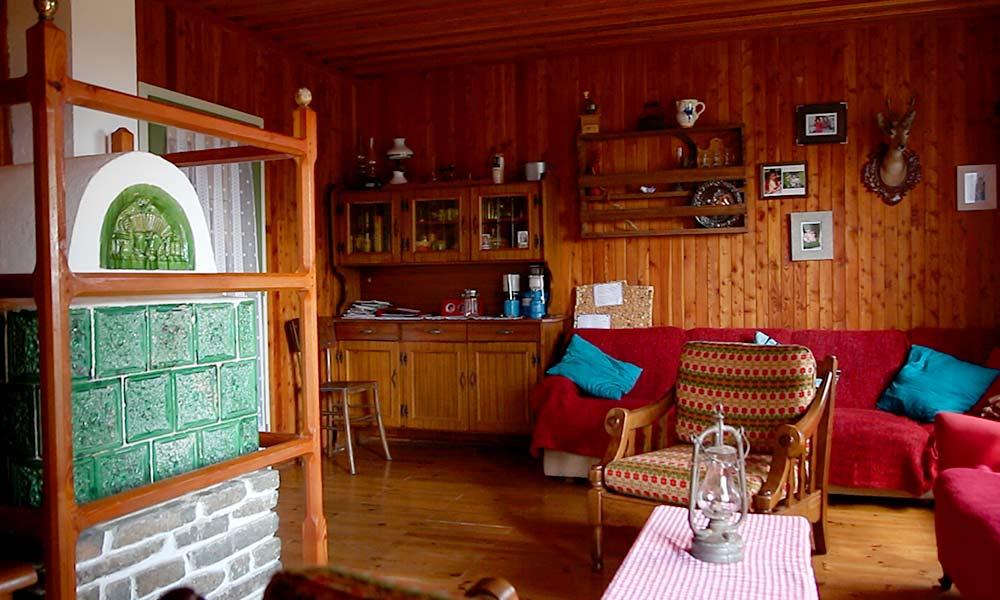 berghuette-wohnzimmer-comfort-holz.jpg