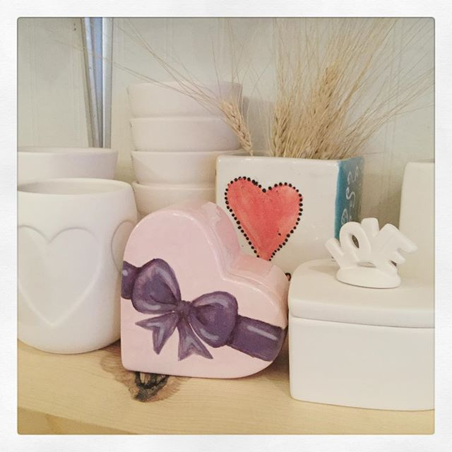 Today is the perfect time to work on Valentines gifts! Mugs, candy box, flower pots all here!
