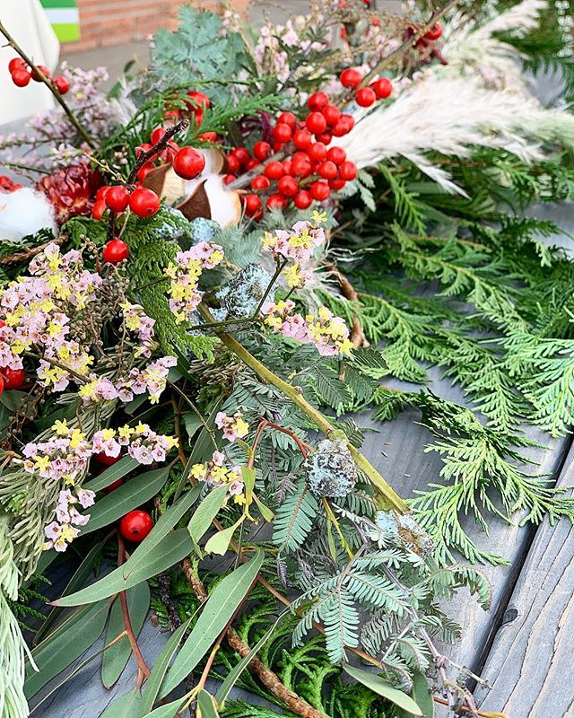 Holiday Garland Workshop!! In collaboration with @meleesabeautyvibes we'll be hosting  this fantastic evening this Monday 12/10 from 6:30-8:30 Just a few spots left So don't miss the opportunity to enjoy a holiday evening with family and friends! Link in my bio to sign up . . . . .  #christmasgarland #holidaygarland #freshgreenery #garlandworkshop #holidayevent #workshop