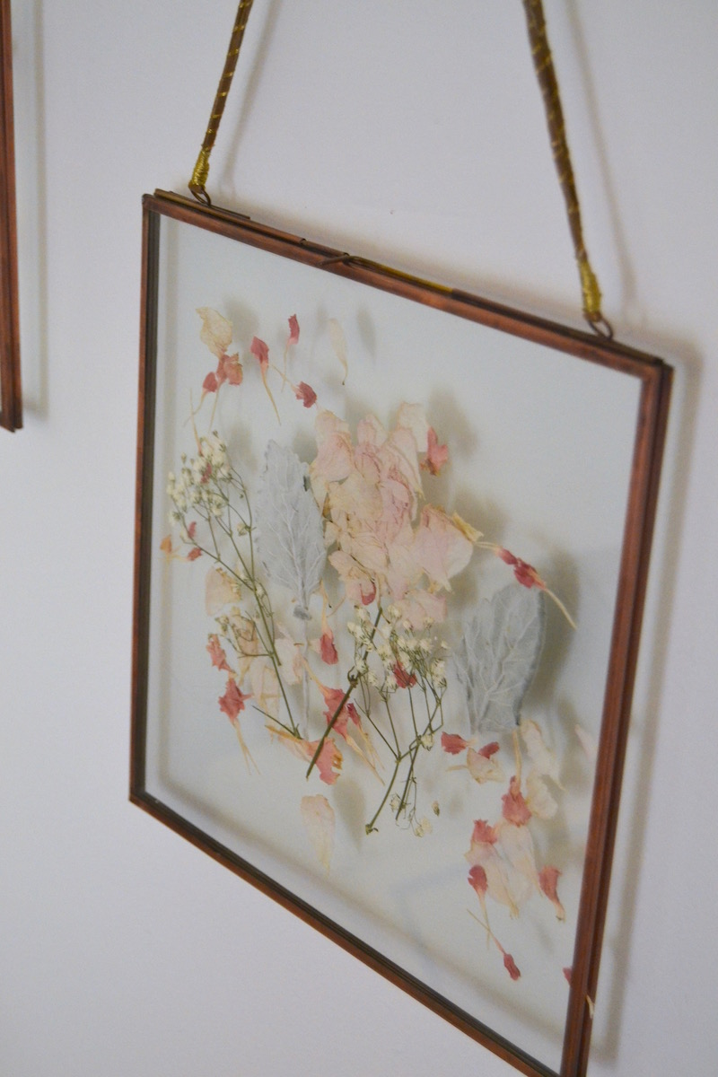 framed-wedding-bouquet