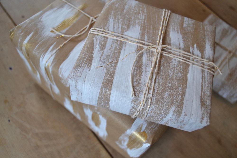 brush-stroke-DIY-christmas-wrap