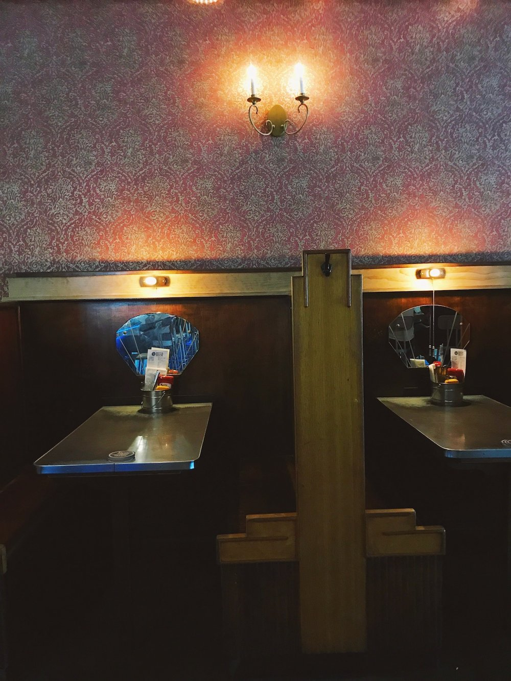 blue-door-pub-minneapolis.JPG