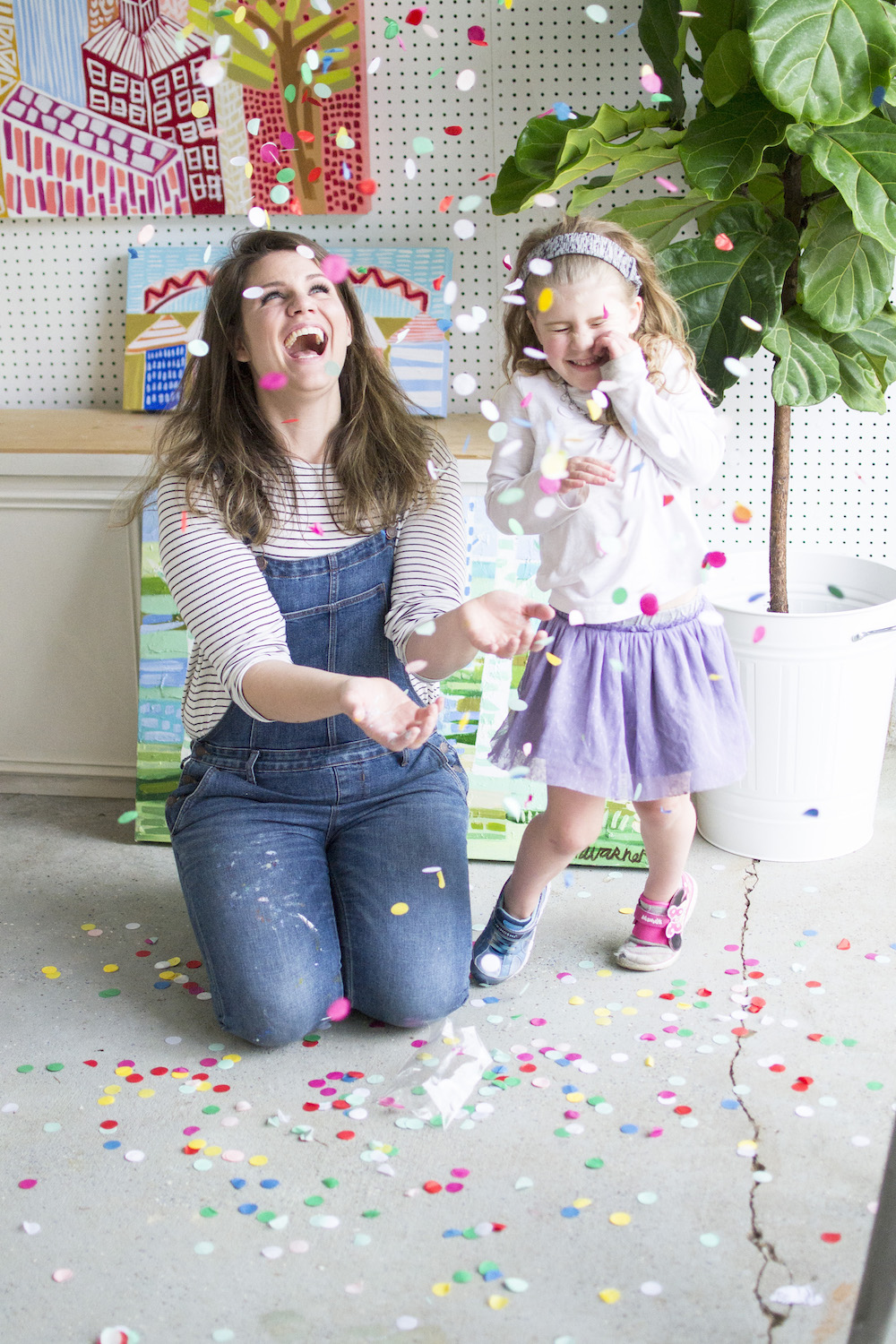 memphis family photographer - throwing confetti.jpg