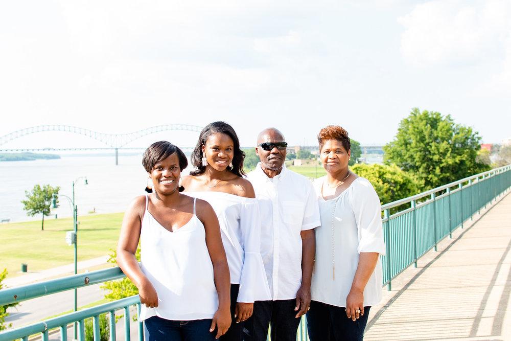 memphis bridge family photo session.jpg