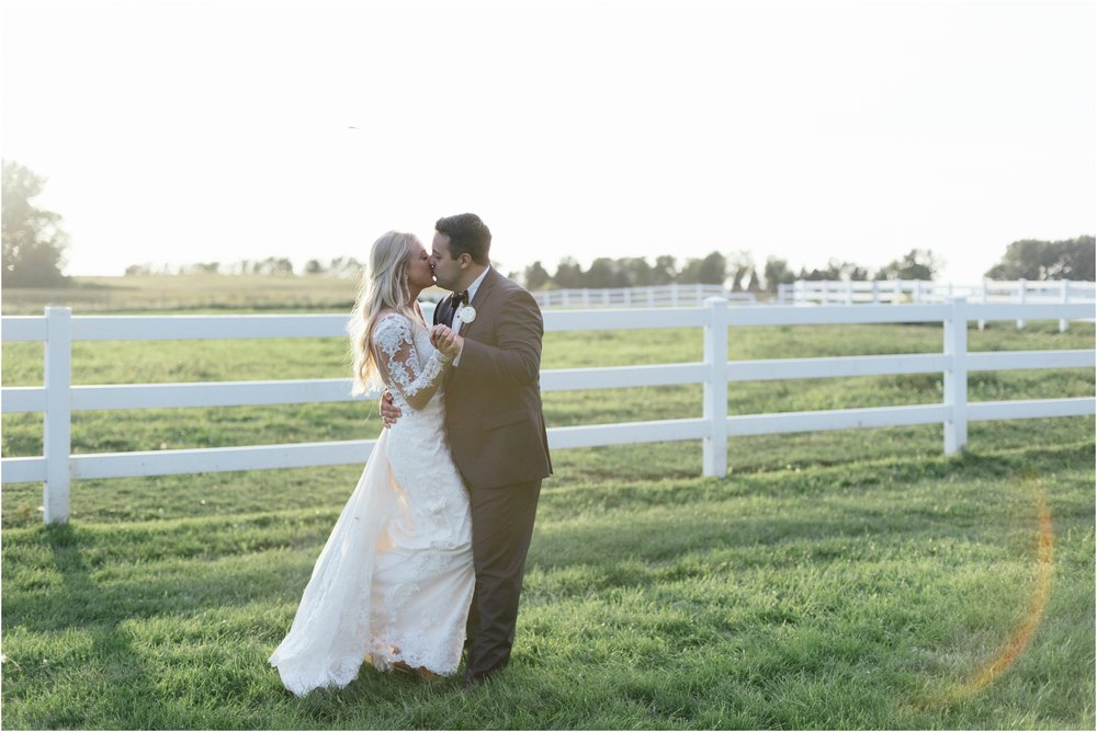 dallasweddingphotographer_fortworthweddingphotographer_texasweddingphotographer_mattandjulieweddings_vinyardwedding_Chelsey+Tom_0042.jpg