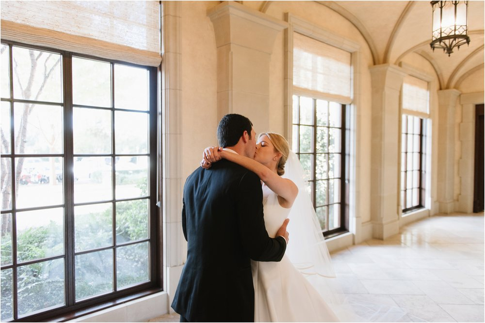 dallasweddingphotographer_DallasCountryClub_Hannah+Matthew_0015.jpg