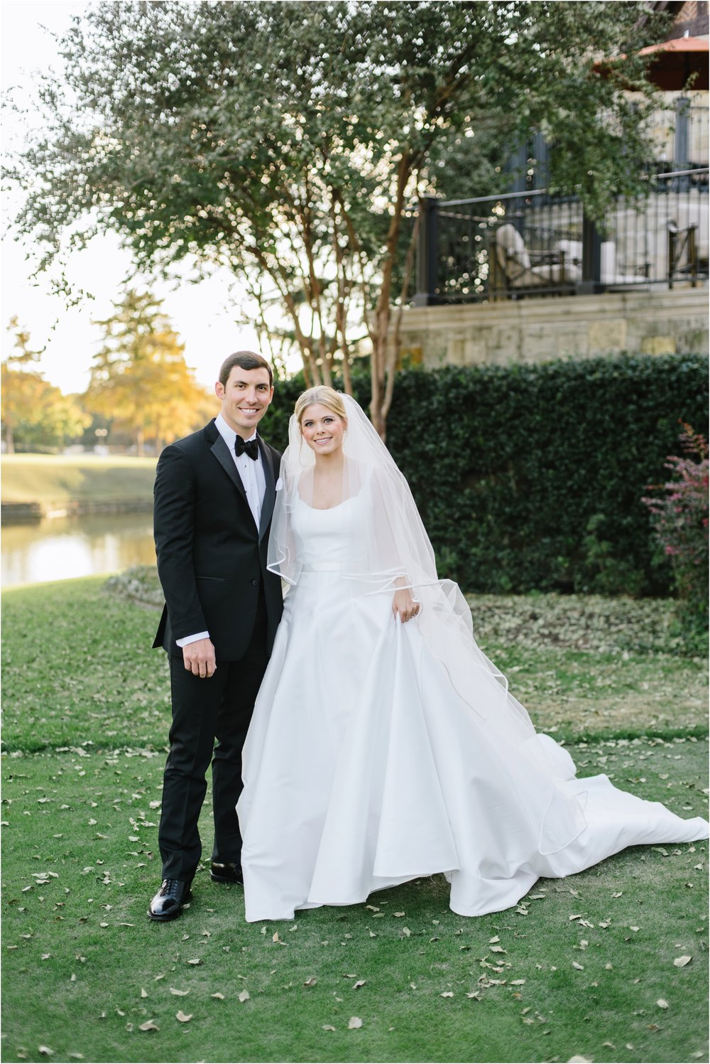 dallasweddingphotographer_DallasCountryClub_Hannah+Matthew_0021.jpg