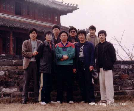 师兄弟合影于荆州  前排左起 胡耀武(荆州) 韩燕明(北京)王铁泰(北京)贾永安(北京)韩燕武(北京)  后排左起 何顺才(荆州) 白玉华(荆州)皮大全(荆州)    Xing Yi Bagua brothers photo in Jingzhou, China.  Front row from the left: Hu Yao Wu (Jingzhou); Han Yan Ming (Beijing); Wang Tie Tai (Beijing); Jia Yong An (Beijing); Han Yan Wu (Beijing).  Back row from the left: Ho Shun Cai (Jingzhou); Bai Yu Hua (Jingzhou); Pi Da Quan (Jingzhou).