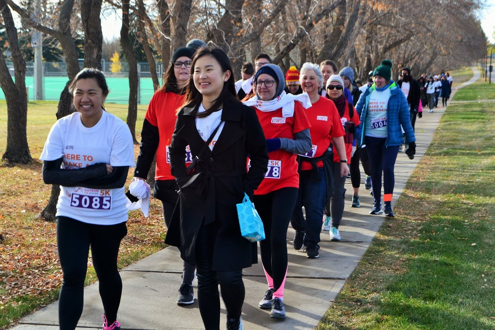 Outrun the Stigma Calgary 2017 Participants and Volunteers. Photo by Agnes Anna Visan.