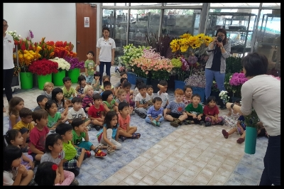Auntie Agnes explained to the children how flowers are coloured.