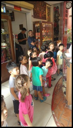 The children looked around the gallery excitedly as they waited for the officer-in-charge to start the guided tour.