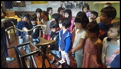 Viewing an old bicycle which belonged to Prime Minister Lee Hsein Loong. The bicycle was given to him by his grandmother as a present when he was 11 years old.