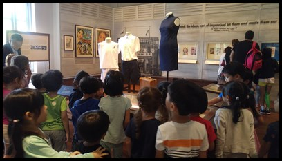 Next, the children looked at exhibits that depicted school life in the 1950s and 1960s, such as old school uniforms, report cards, graduation certificates etc.