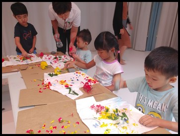 The children were instructed to start pounding to extract the colours from the plants.