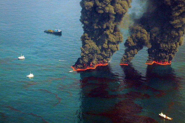 37593674-SS_oil_spill_cleanup_burns.jpg