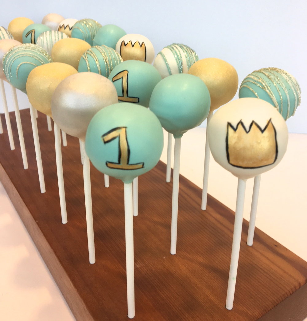 crown cake pops.jpg