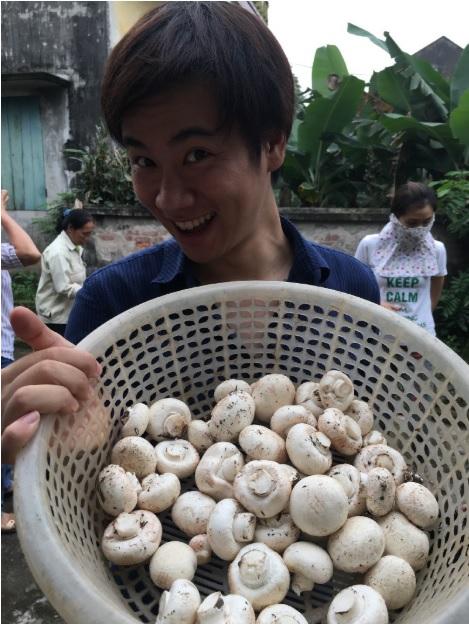 Ryota and his mushrooms © Thuan Sarzynski