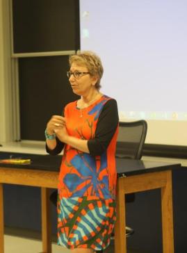 哥伦比亚大学国际关系和公共管理学院(SIPA)的性别公共政策专业的总负责人Yasmine Ergas给Redefine夏令营作开营演讲