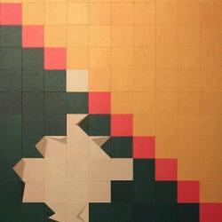 L'immagine mostra i foglietti che si piegano cambiando colore alla figura.