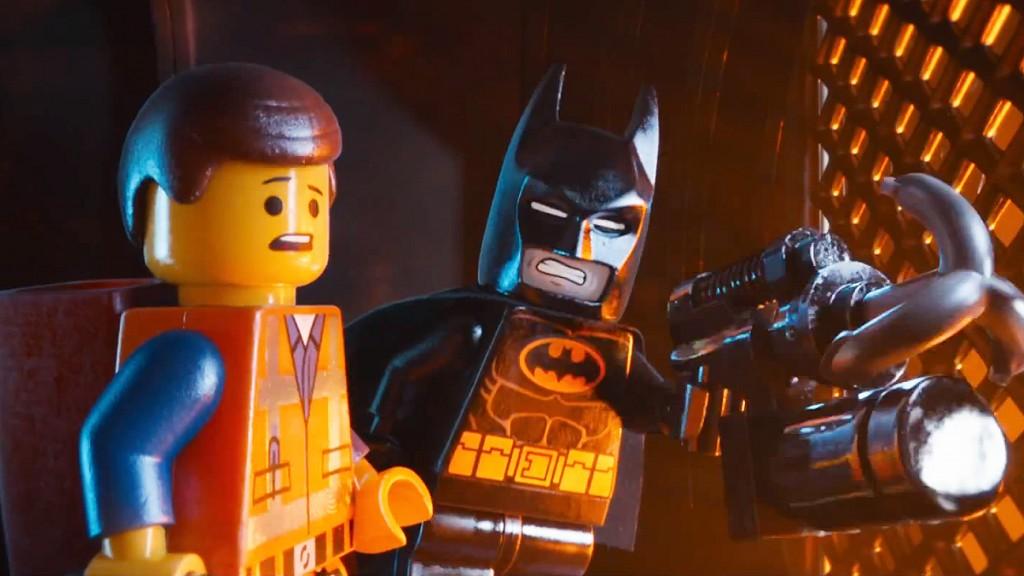Andate al cinema e godetevi Claudio Santamaria che doppia Batman meglio che nei Batman di Nolan.
