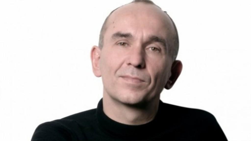 """Cercate """"Peter Molyneux"""" su Google Immagini e stupitevi del fatto che cambi sempre qualcosa: peso, capelli, posa... ipnotico!"""