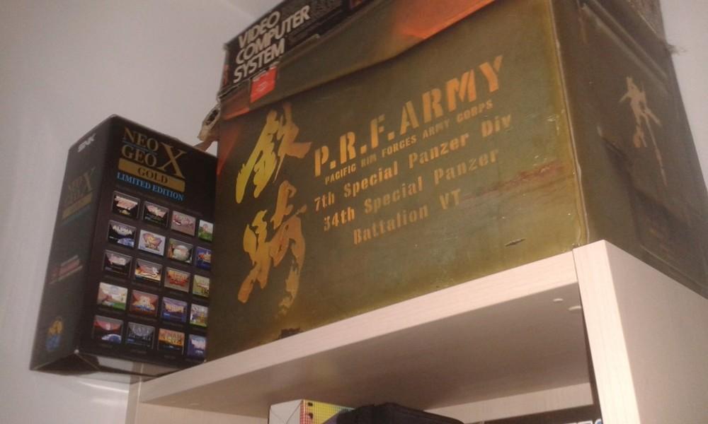 Ci sono zone irraggiungibili nel mio studio, per cose che non voglio toccare. Come L'Heavy Sixer, il controller di Tekky e il Neo Geo X, per motivi diversi.