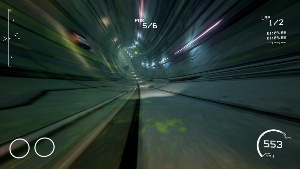 3) Uno dei classici tunnel, ma con dei muri da evitare. Inutile dire che, anziché eluderli a destra o a sinsitra, è sempre molto più godurioso nonché totalmente inutile tentare di passare in quello spazietto angusto tra i due.