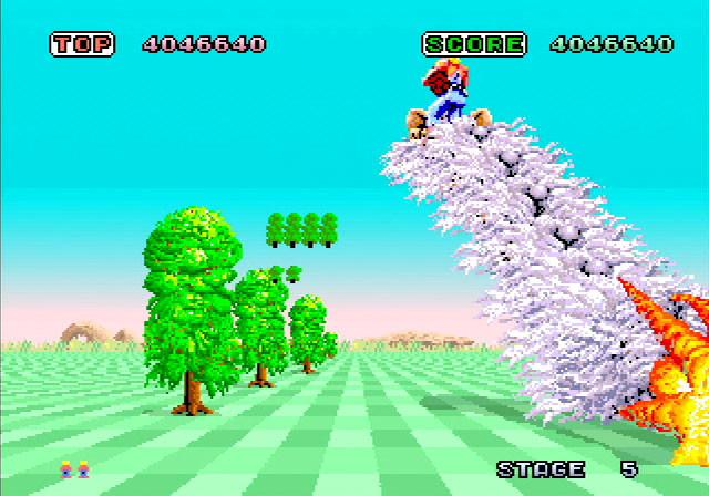 Il gioco offre modi grafici per tutti i gusti, compreso quello 4:3 originale, nonché quello in cui, a seconda dei vostri movimenti, lo schermo si inclina come sul cabinato gigante originale.
