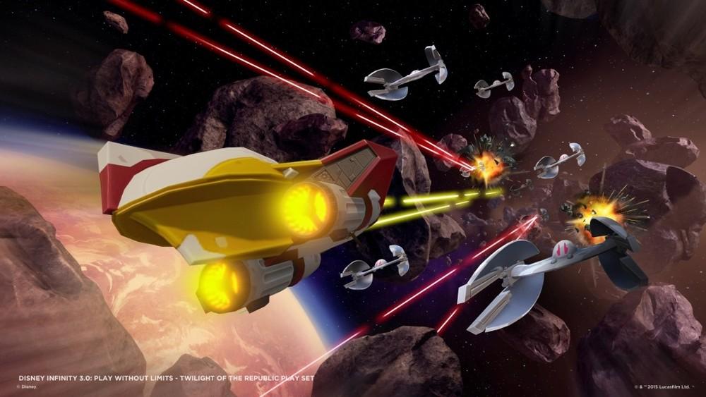 Dimenticavo di dire che in Star Wars ci sono pure sezioni nello spazio, piuttosto scolastiche, ma comunque dignitose e con un livello qualitativo decisamente maggiore rispetto agli analoghi minigame dei precedenti Infinity.